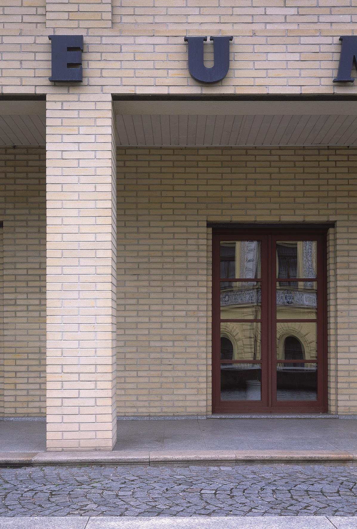 Muzeum polodrahokamů aspiritismu, Nová Paka