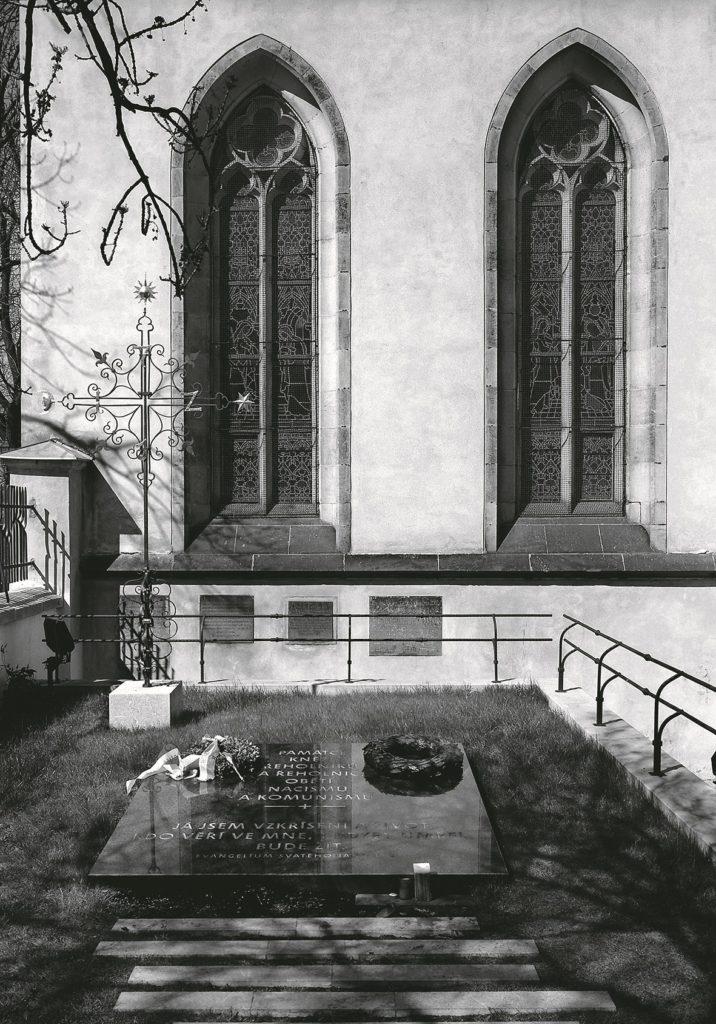 Pietní hrob kněží, řeholníků ařeholnic na Vyšehradském hřbitově, Praha 2