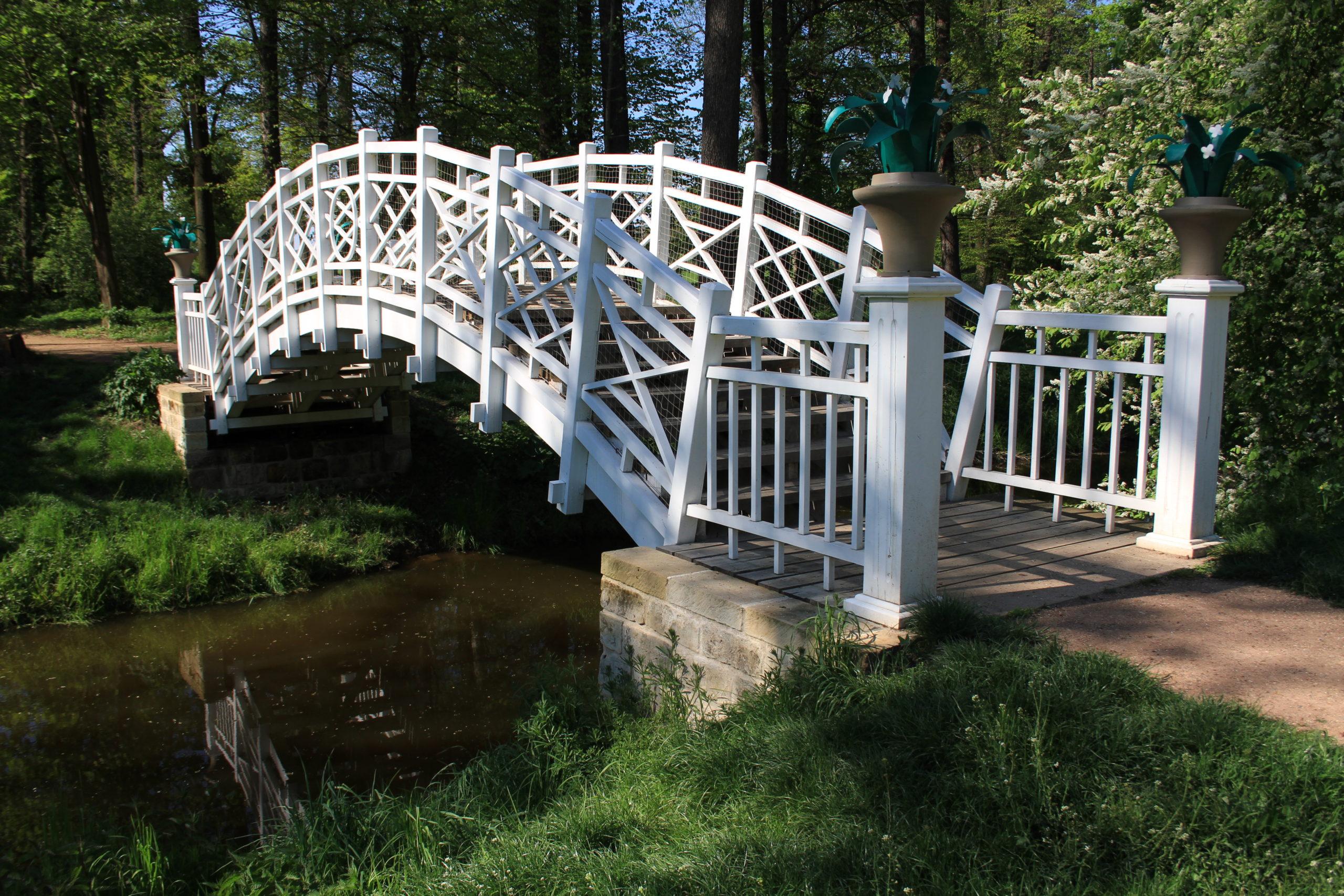 Novostavba mostu podle historických vzorů, Veltrusy