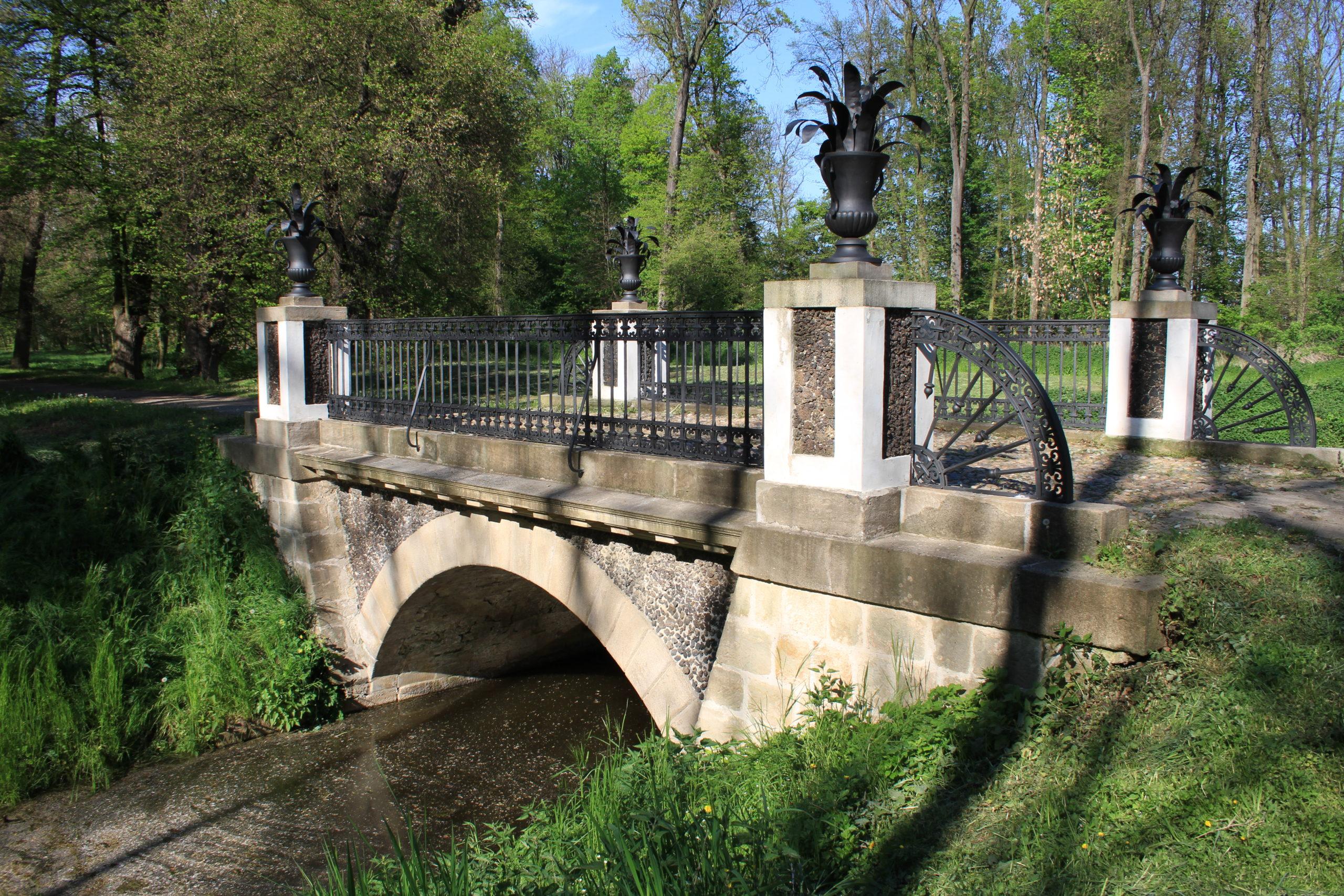 Rekonstrukce historického mostu, Veltrusy