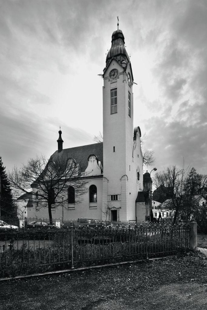 Starokatolický kostel Povýšení sv. Kříže podle návrhu architekta Josefa Zascheho, Jablonec nad Nisou