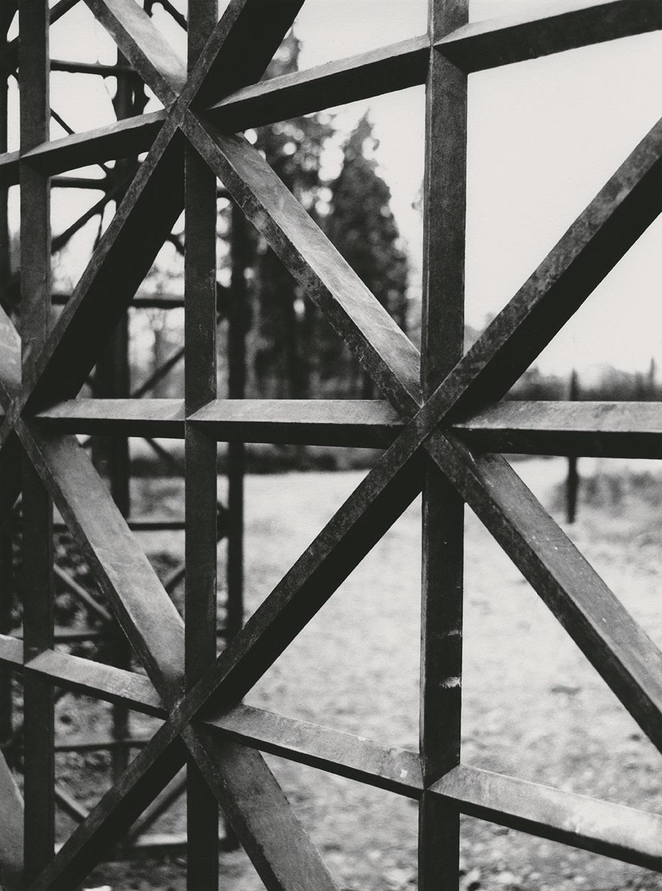 Brána useverní zdi zámeckého parku vKunraticích