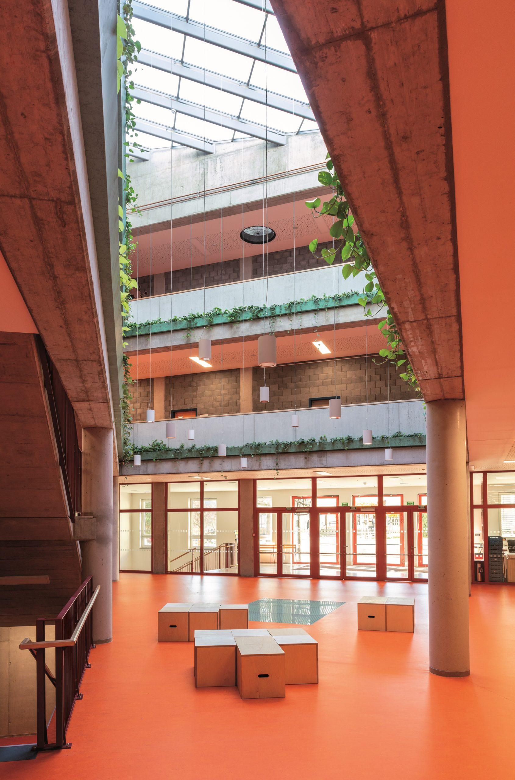 Základní škola ve Zdicích, vstupní atrium